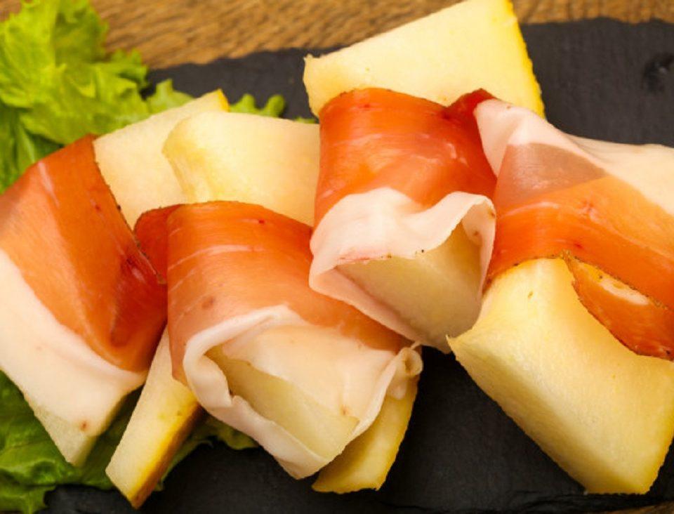 No, el melón no es la mejor fruta para comer con jamón